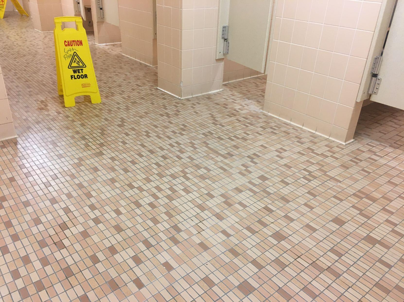 Wonderful Communal Bathrooms Decor