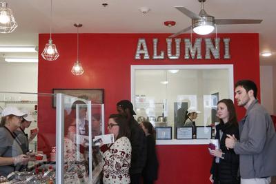 190118_ajw_alumni_cookie_dough_0044_online.jpg