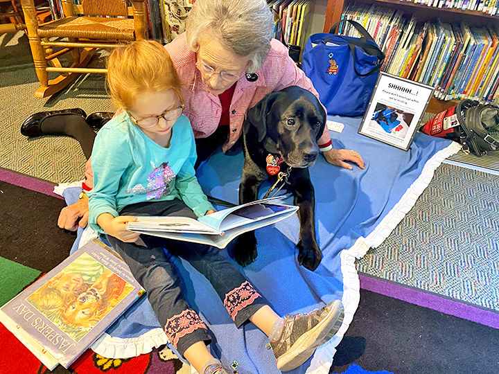 Reading with a therapy and grandma.