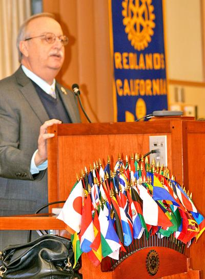 Mayor Paul Foster addresses the Redlands Noon Rotary Club
