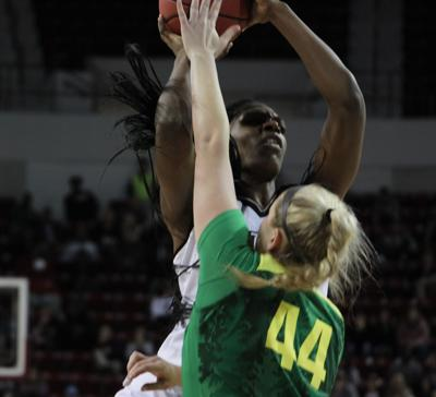 McCowan, Vivians dominate No. 9 Oregon, MSU solidifies themselves among nations best