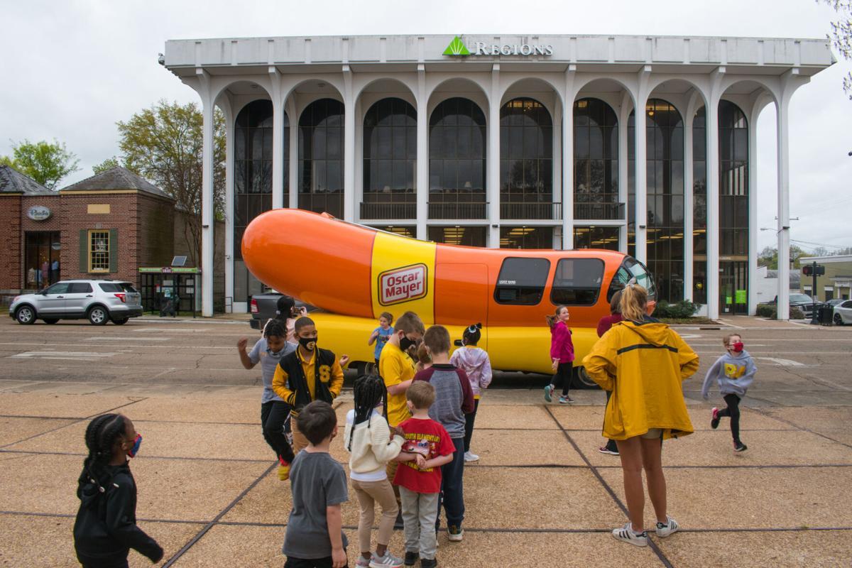 Starkville frank-fanatics flock to Wienermobile