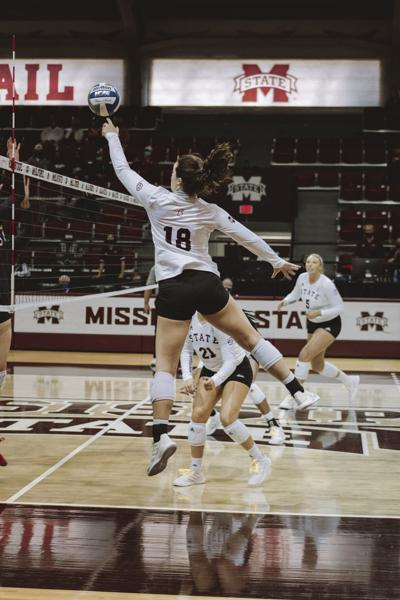 Bulldogs fall to Razorbacks in five-set volleyball match