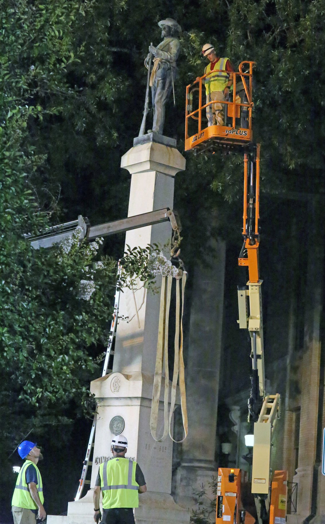 Confederate soldier monument is removed from Pitt County Courthouse lawn 1