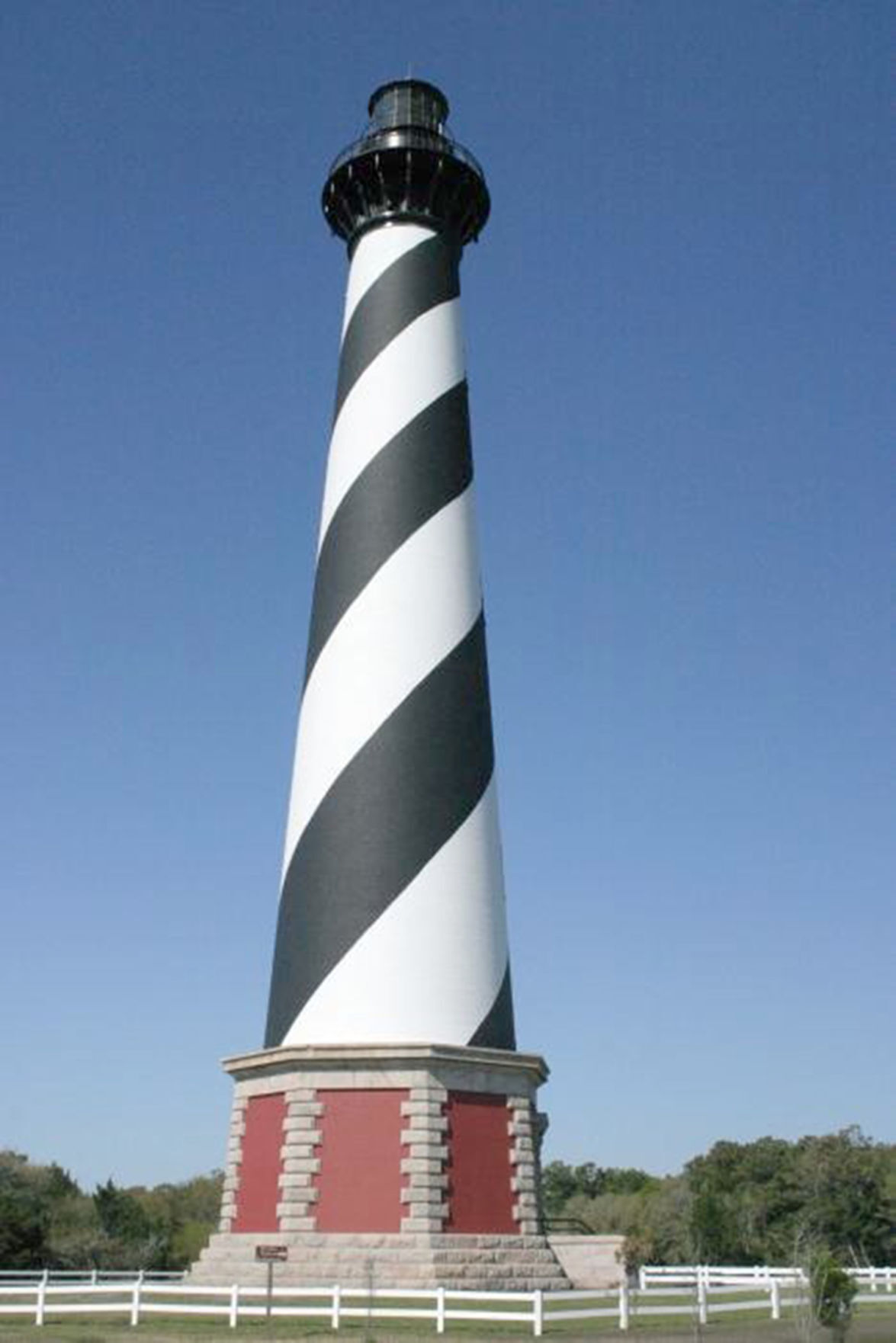 Cape_hatteras_lighthouse_img_0529.jpg