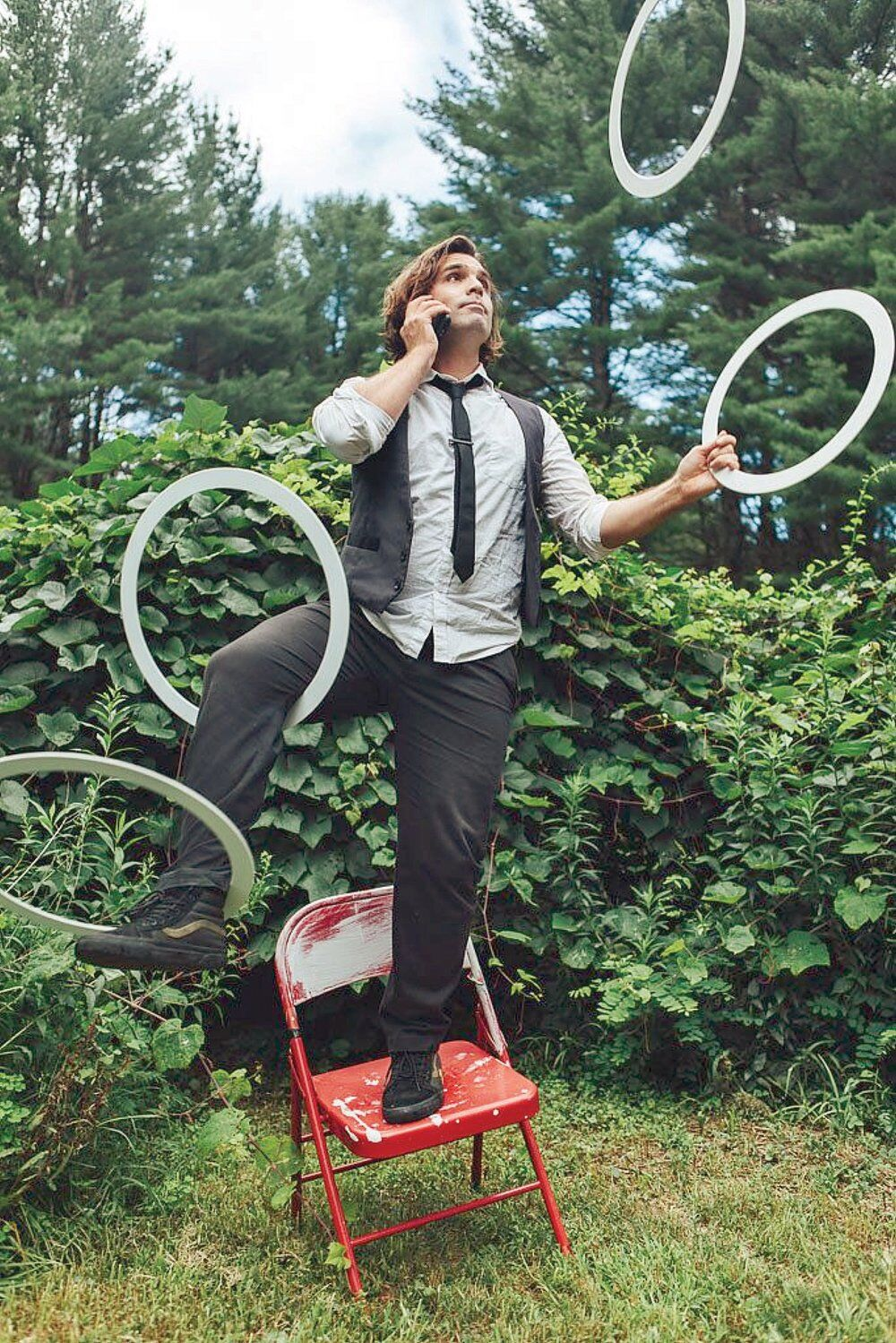 Juggler reaches for pen in pandemic