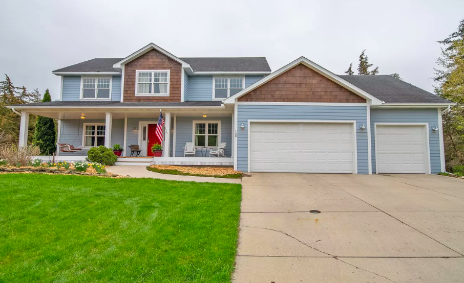 Custom built house with home office in Cannon Falls for sale 1