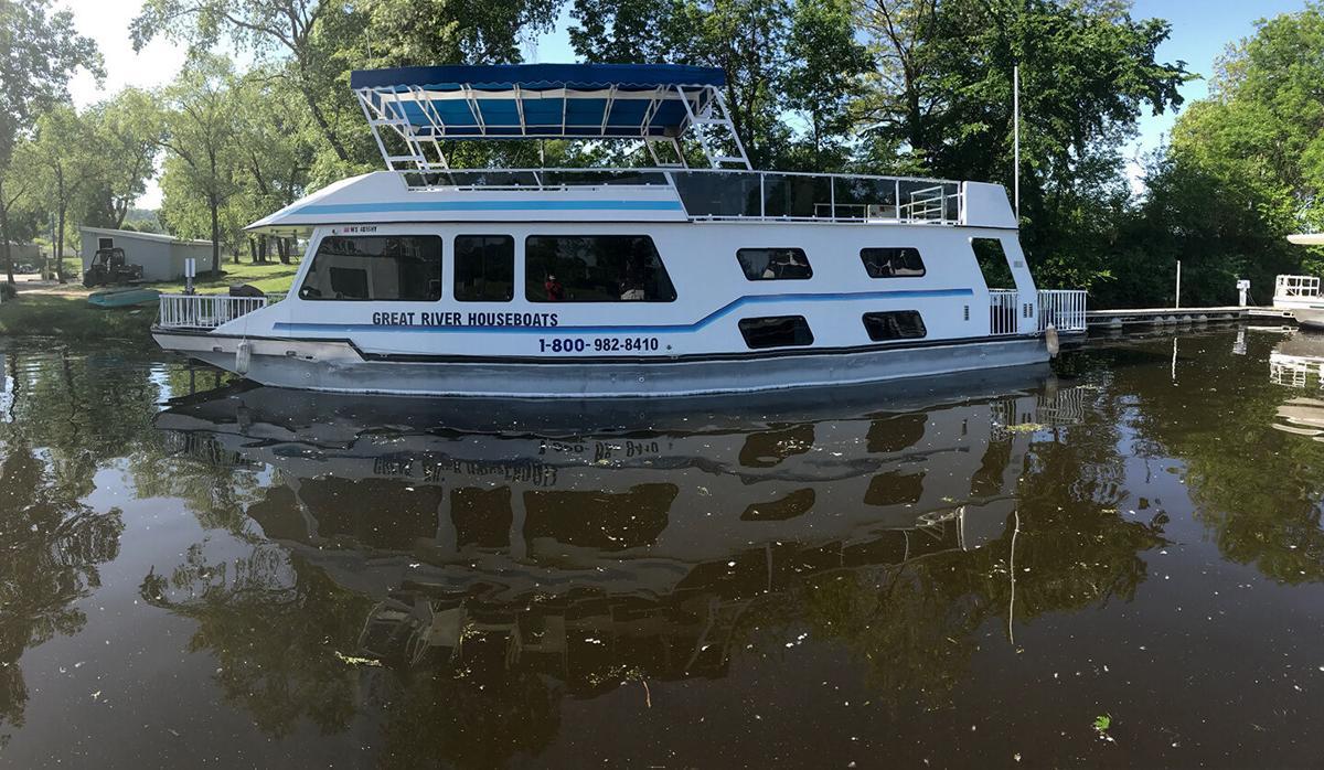 Alma Great River Houseboats Delite.JPG
