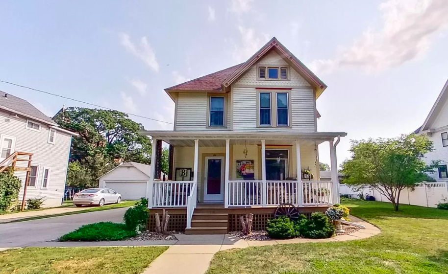 Oak Street, Lake City, Minn. historic home for sale