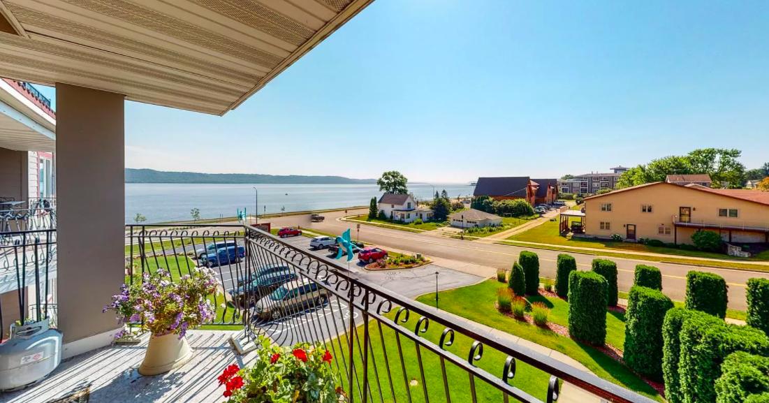 Lake City, Minn. condo on Lake Pepin for sale