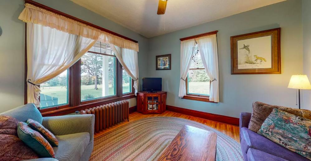 Kenyon, Minn. farm house for sale