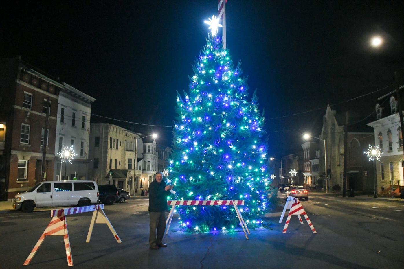 Pittston City Christmas Tree Lighting 2021 Lighting The Christmas Tree In Pottsville News Republicanherald Com