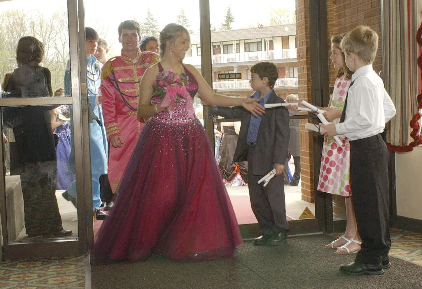 ERIC CONOVER/Staff Photographer North Schuylkill elementary students Jaden Leiby, right, Samantha Shinkus, and Jonathan Davis hand out Prom Promise letters to North Schuylkill High School students Saturday at Genetti's Best Western Inn and Suites prior to the school's annual prom in 2009.