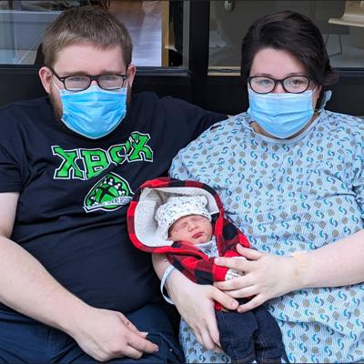 Mansfield couple welcomes first baby of new year in Ashland County