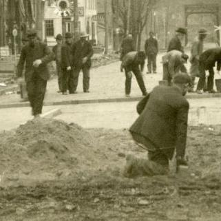 Bellville 1907: Paving Main Street