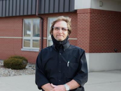Stingel Elementary custodian retiring after 44 years