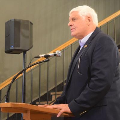 Gibbs tells local GOP there is no bipartisanship in Washington