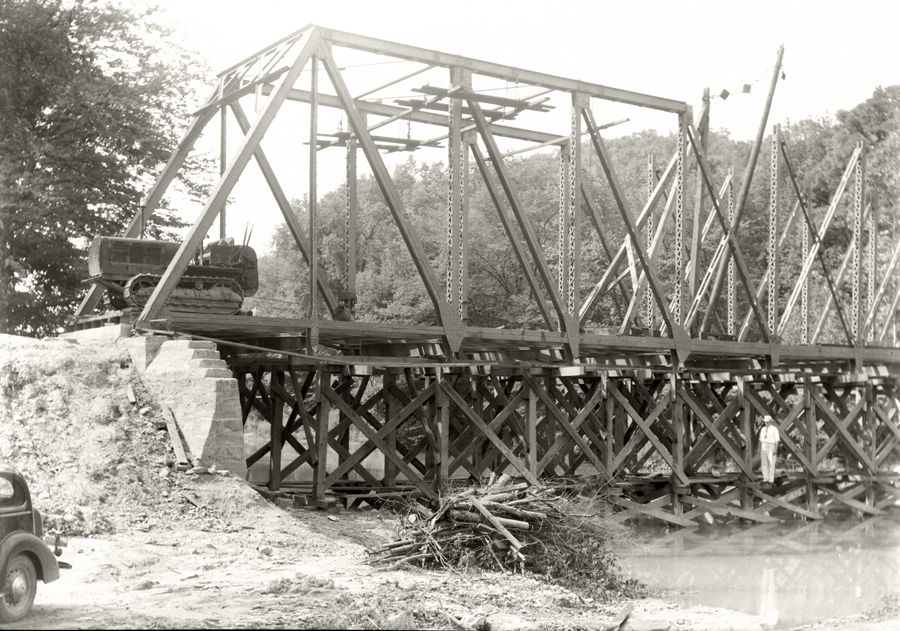 Placing the Hog Hollow Bridge