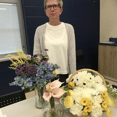 Pioneer instructor shares integration of art culture with floral designs
