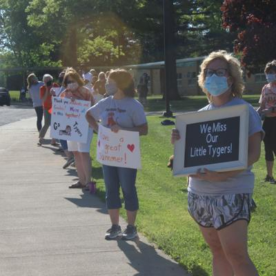 Sherman teachers offer farewell parade for students