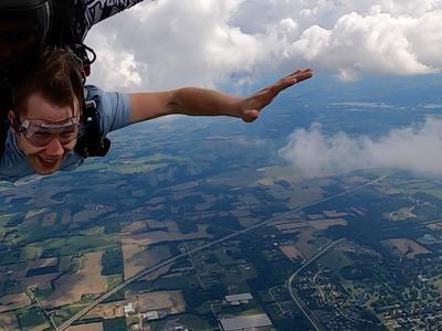 First-time faller: Skydiving through Ashland's atmosphere at AerOhio