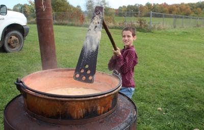 Luca Presser stirring apples