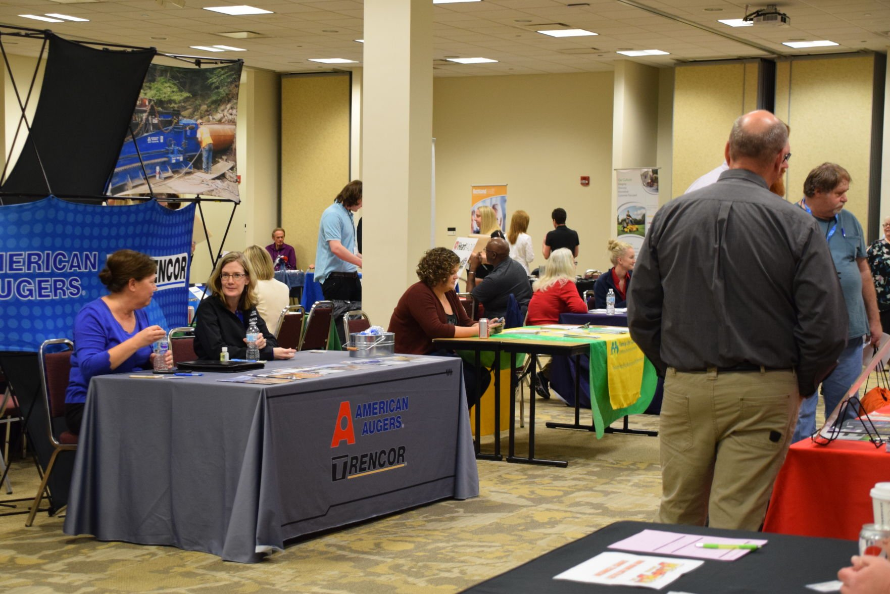 Job fair connects hundreds with 90-plus potential employers