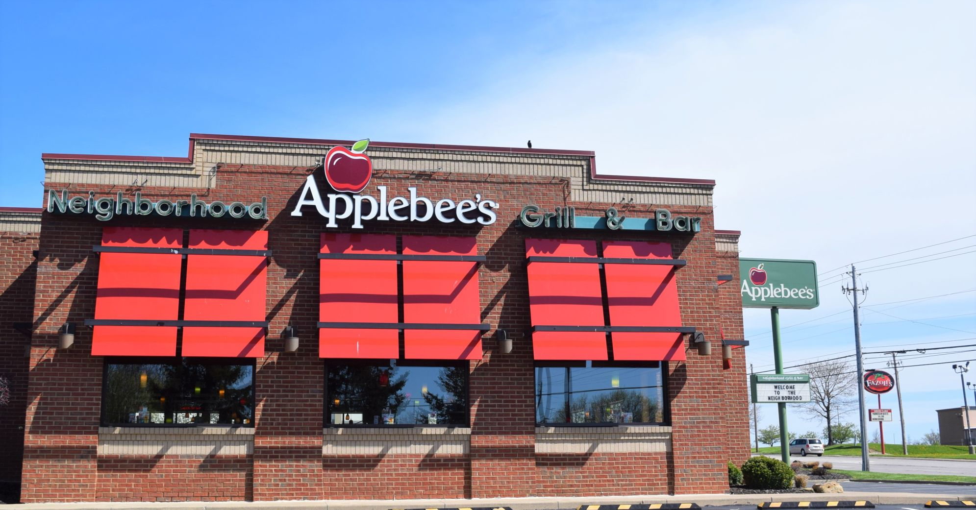 Building that houses Applebee's Grill + Bar sold for $3.4 million in Ontario