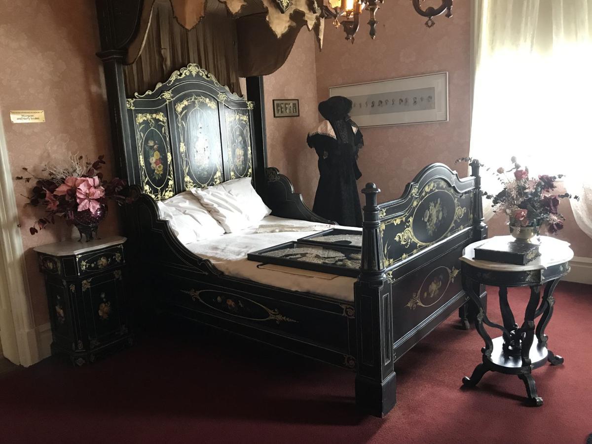 A hand painted bedroom suite..JPG