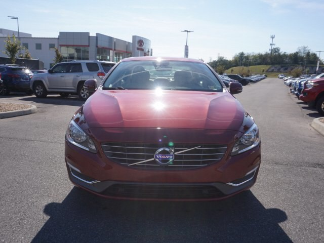 2015 Red Volvo S60