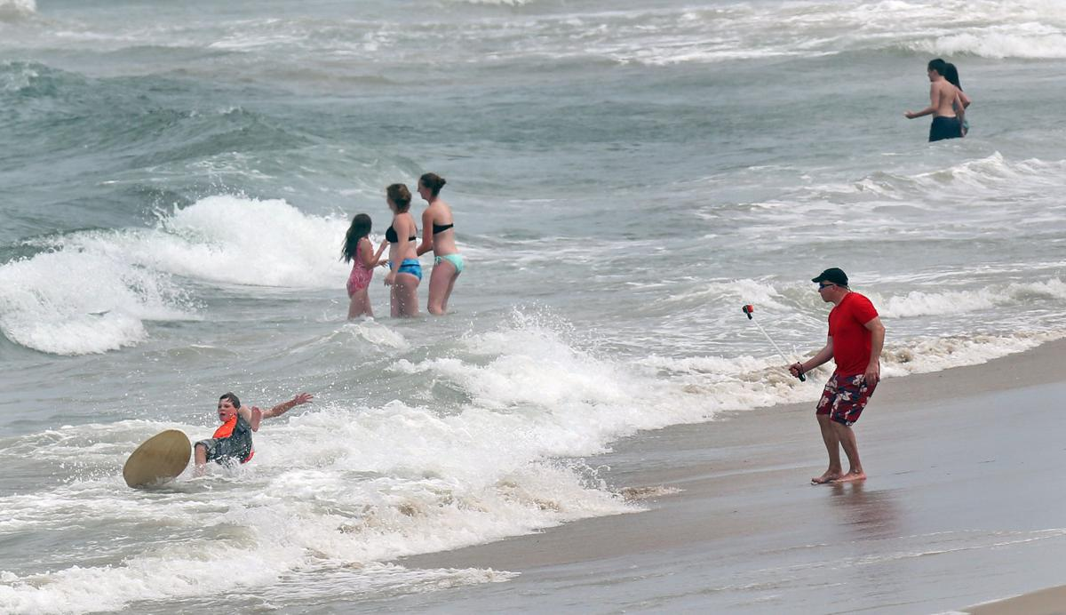 Tourists Settle In For Holiday Weekend On Outer Banks Following Shark Attacks Richmond Local News Richmond Com