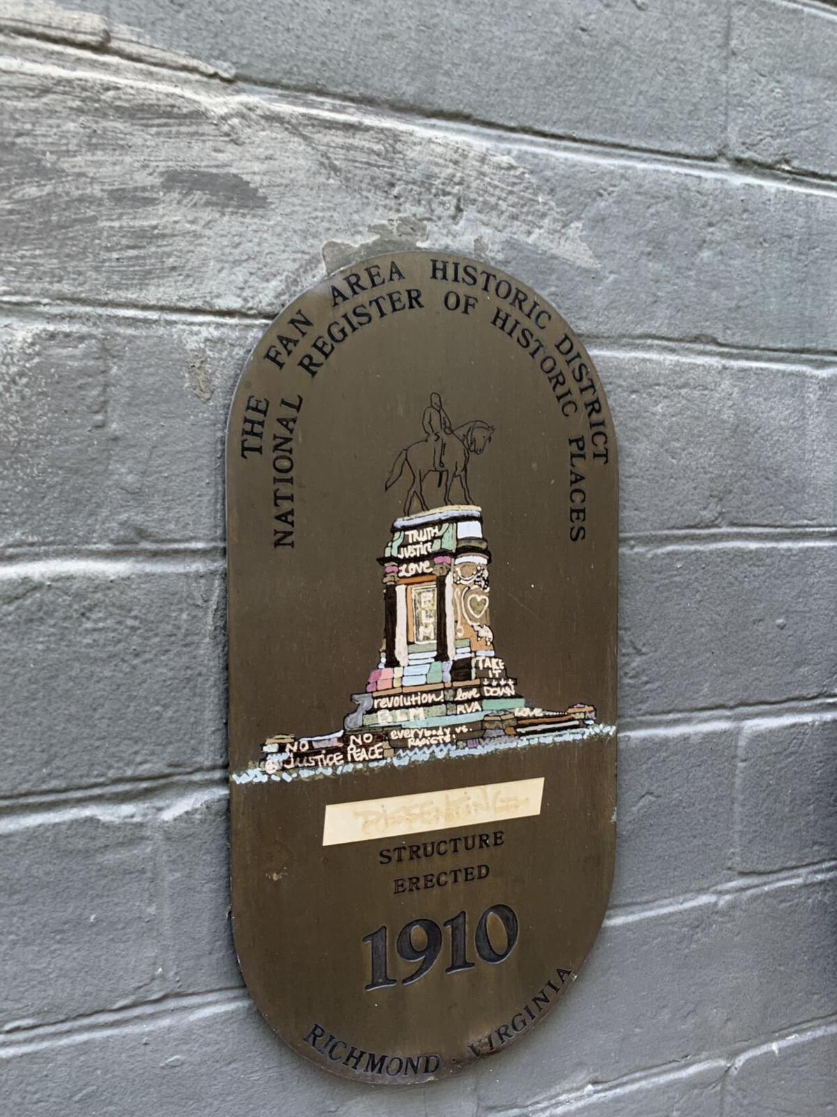 Plaque - Graffiti base on Lee statue