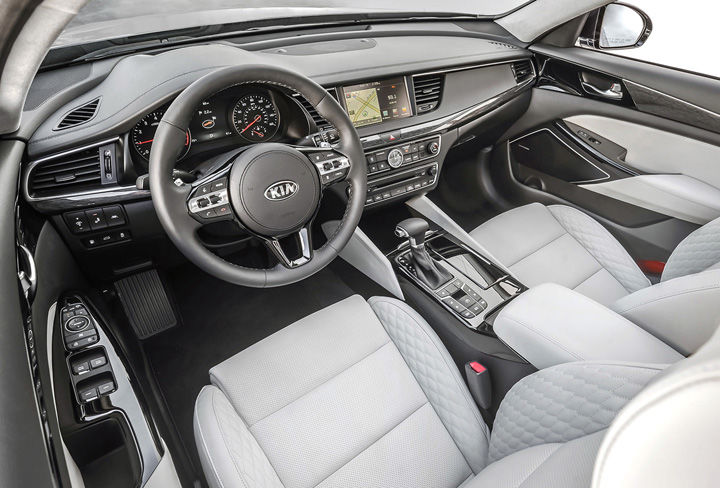 2019 Kia Cadenza seating