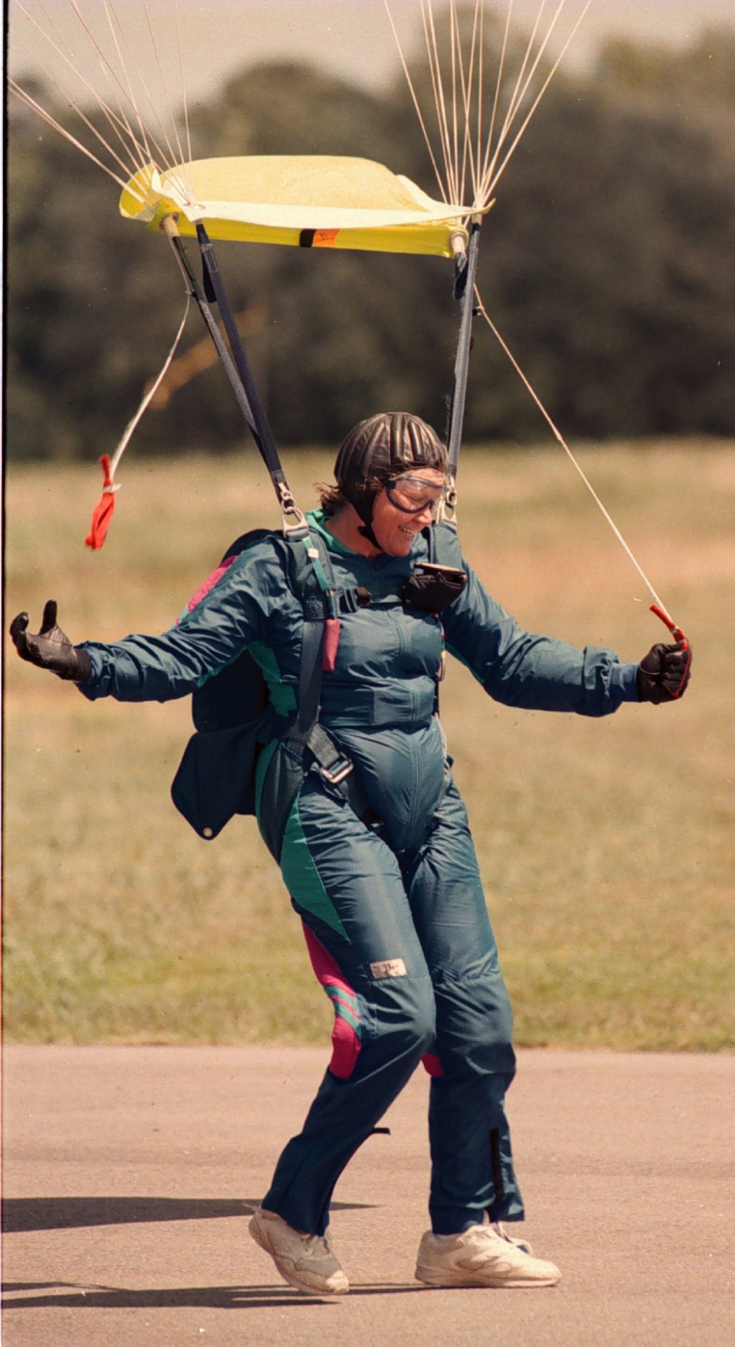 Skydiving 'queen' from Williamsburg with 15,000 jumps to her