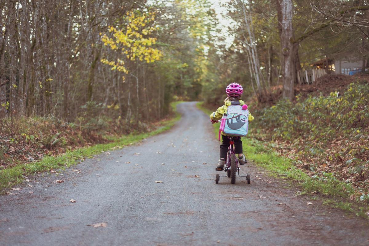 adventure-backpack-bicycle-1605943.jpg