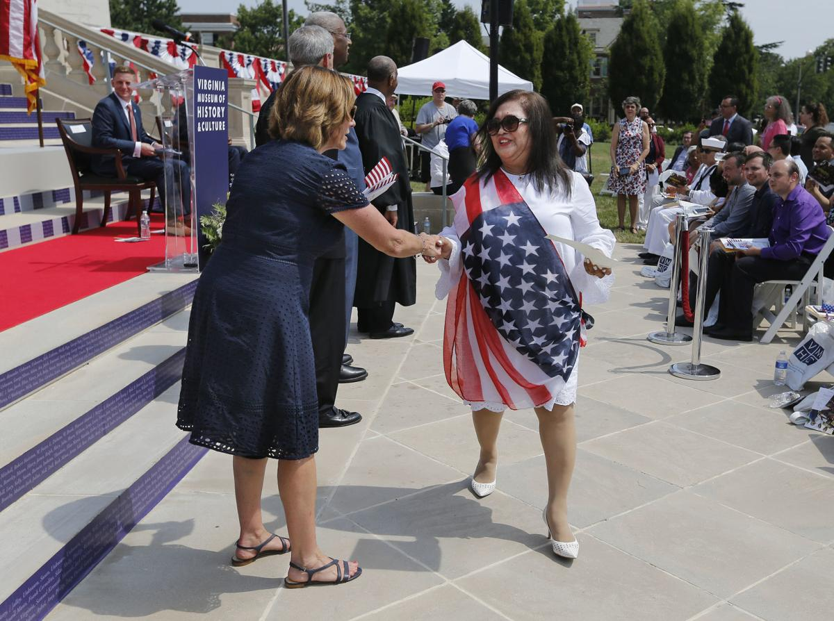 91 people from 41 countries become U S  citizens on July