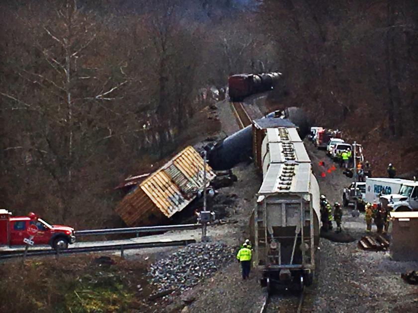 Giles County train derailment: Four cars involved, small amount of soybean oil spilled, spokeswoman says