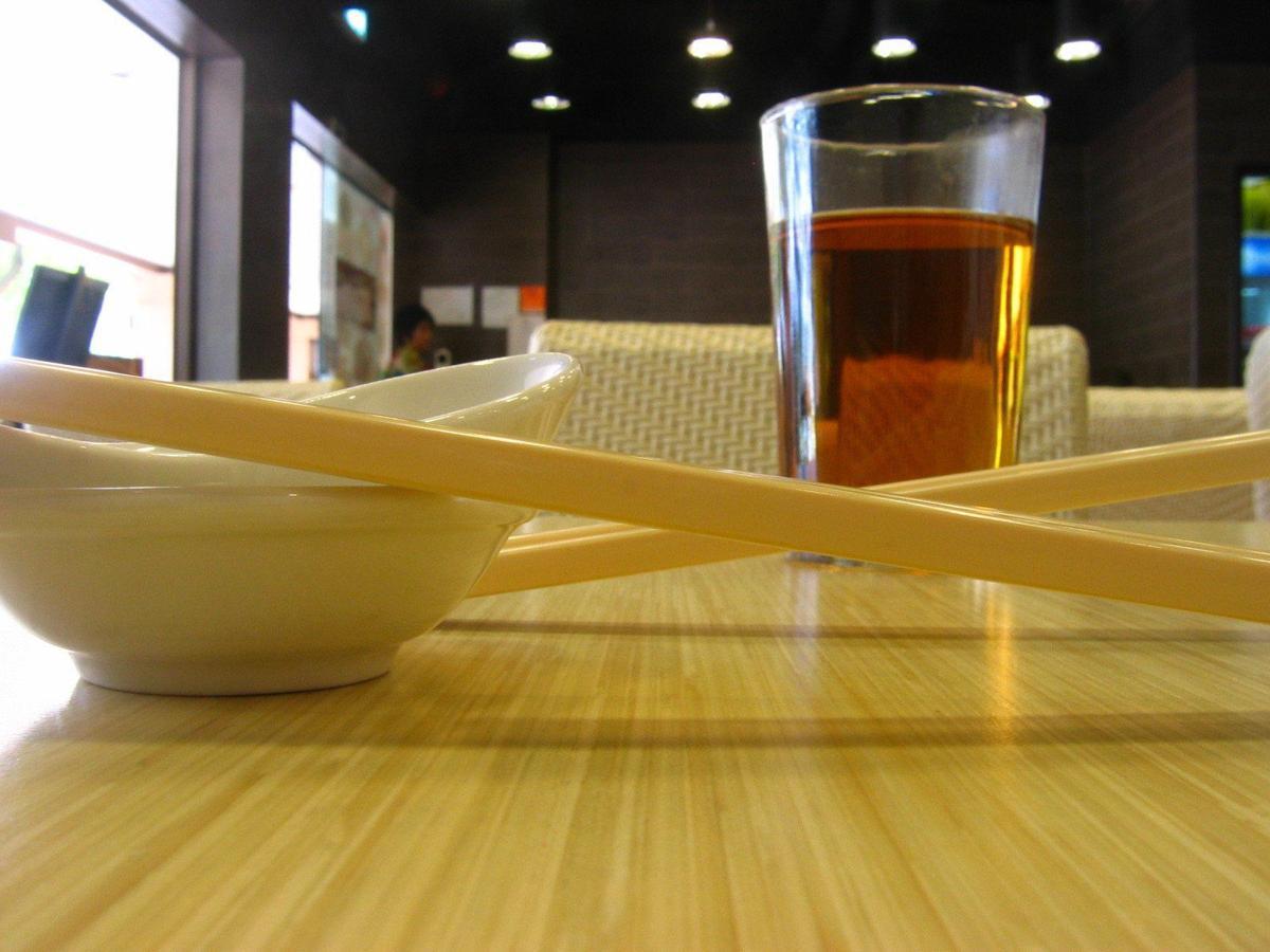 chopsticks-and-tea-1413125.jpg