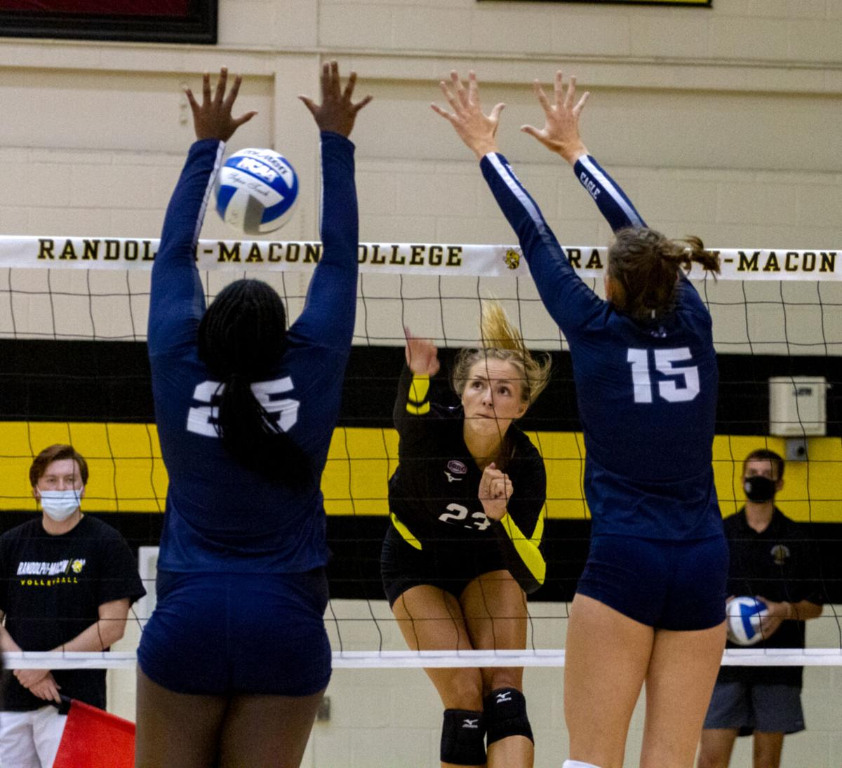 Mary Washington at R-MC women's volleyball: Knotted up
