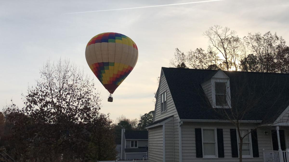 Hot air balloon lands in Glen Allen neighborhood
