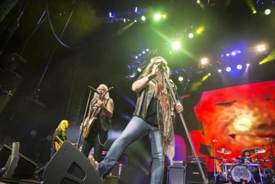 Friday Sunday Lynyrd Skynard Performs Saay For The Music Packed Three Day Virginia Beach Uso Patriotic Festival