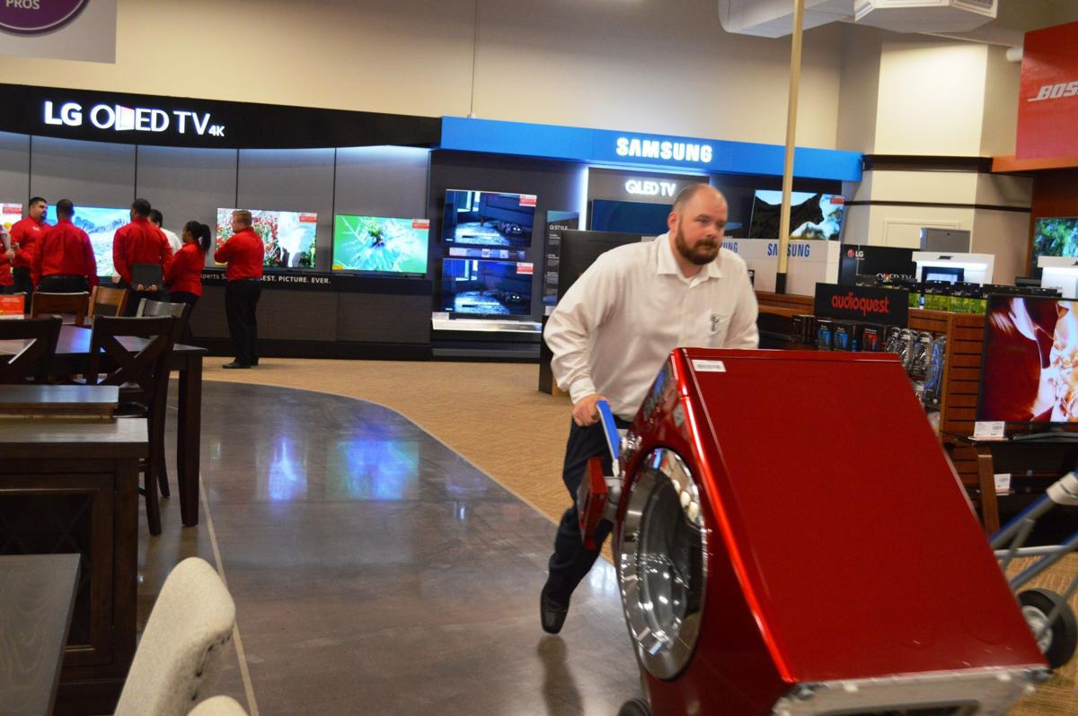 Furniture Appliance Electronics Chain Opens First Store In Virginia
