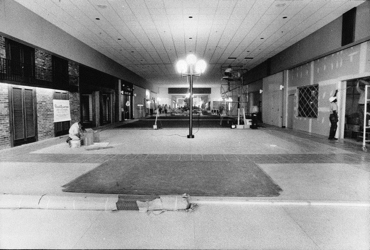 Cloverleaf Mall: Before the opening