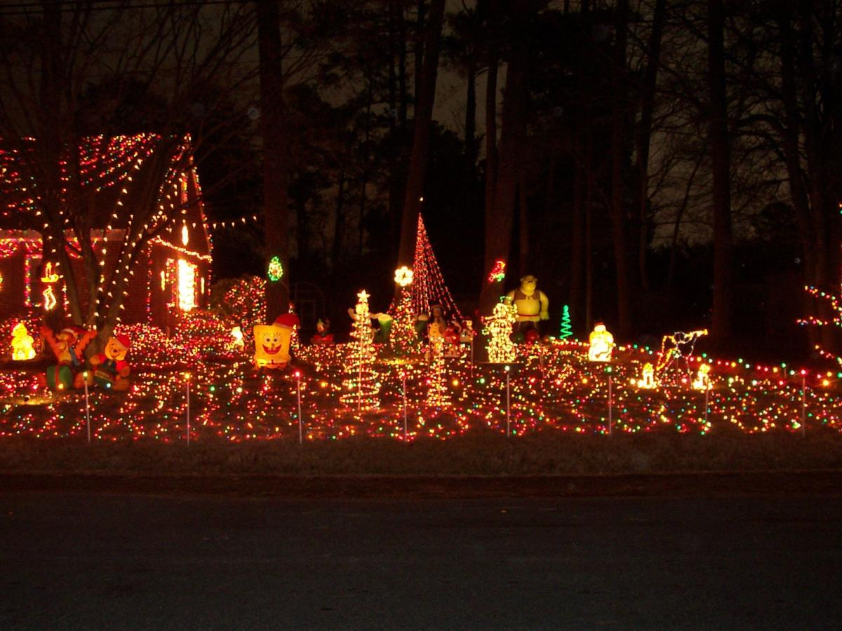2503 Pine Grove Drive Rtd Tacky Lights West End Richmond