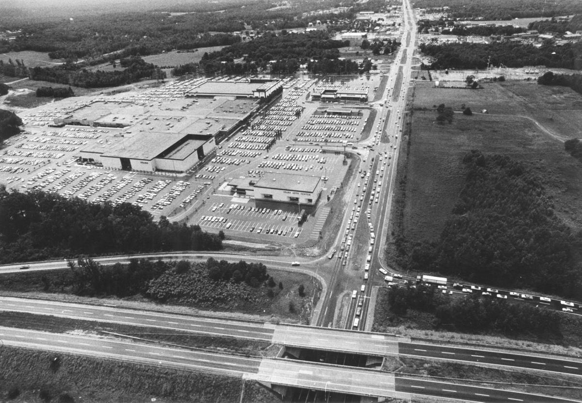 Cloverleaf Mall: Opening day, 1972