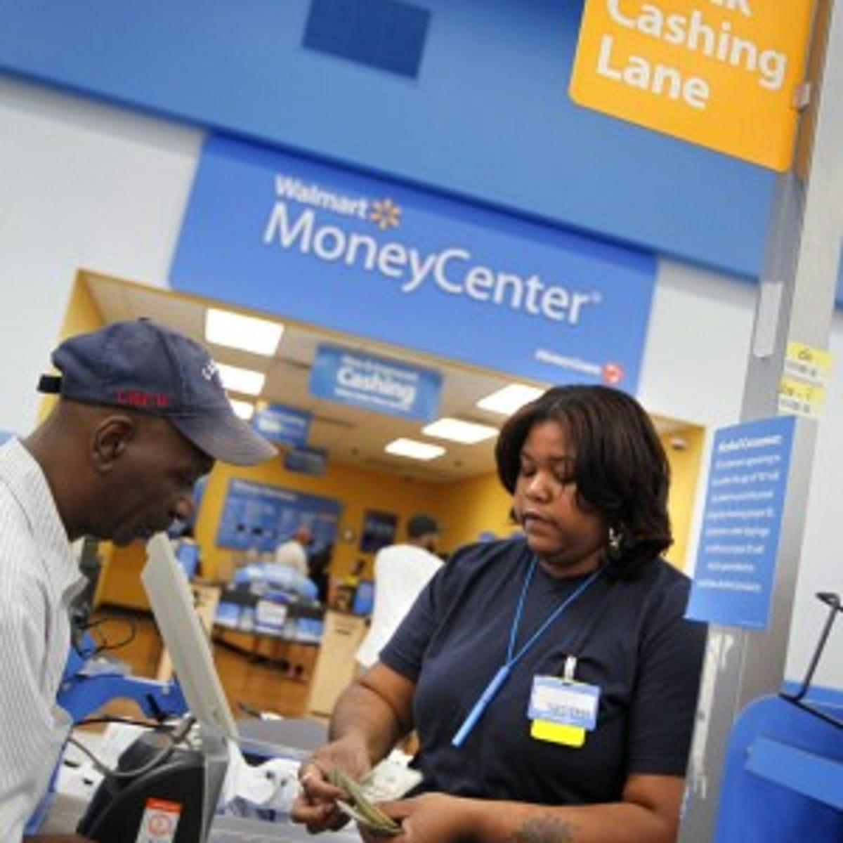 Walmart's check-cashing success draws notice from bankers