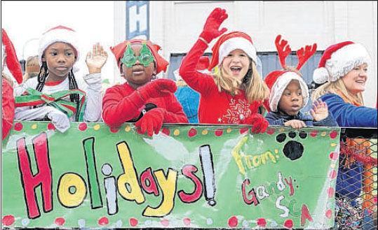 Ashland Christmas Parade 2019.Ashland Parade A Happy Start To Holiday Season Richmond Com