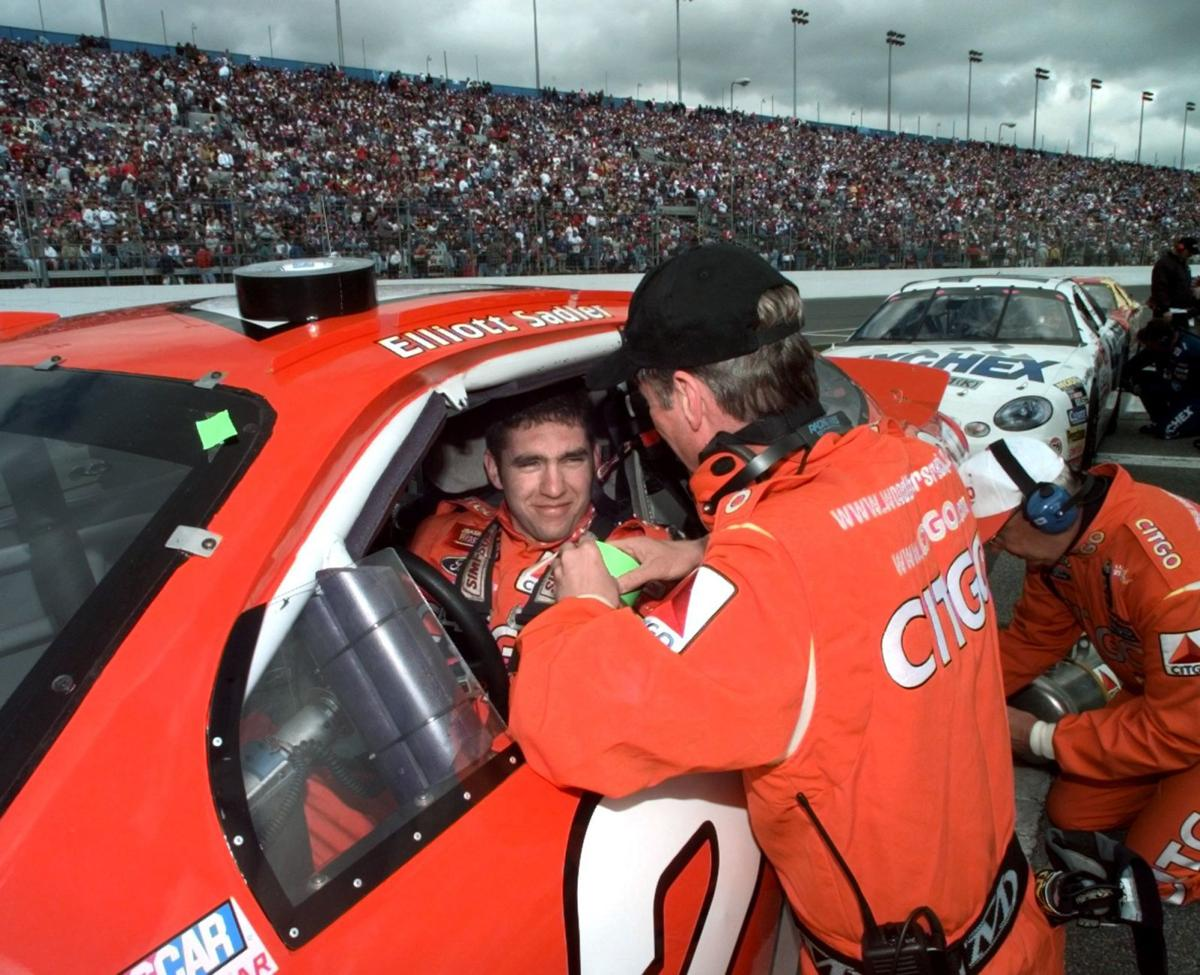 Hallman Saluting Elliott Sadler One Of The Good Guys Auto Racing - The good guys auto