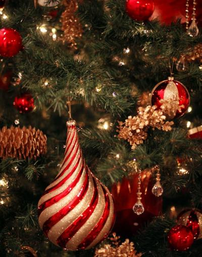 trim your christmas tree with these inspired ideas - How To Trim A Christmas Tree