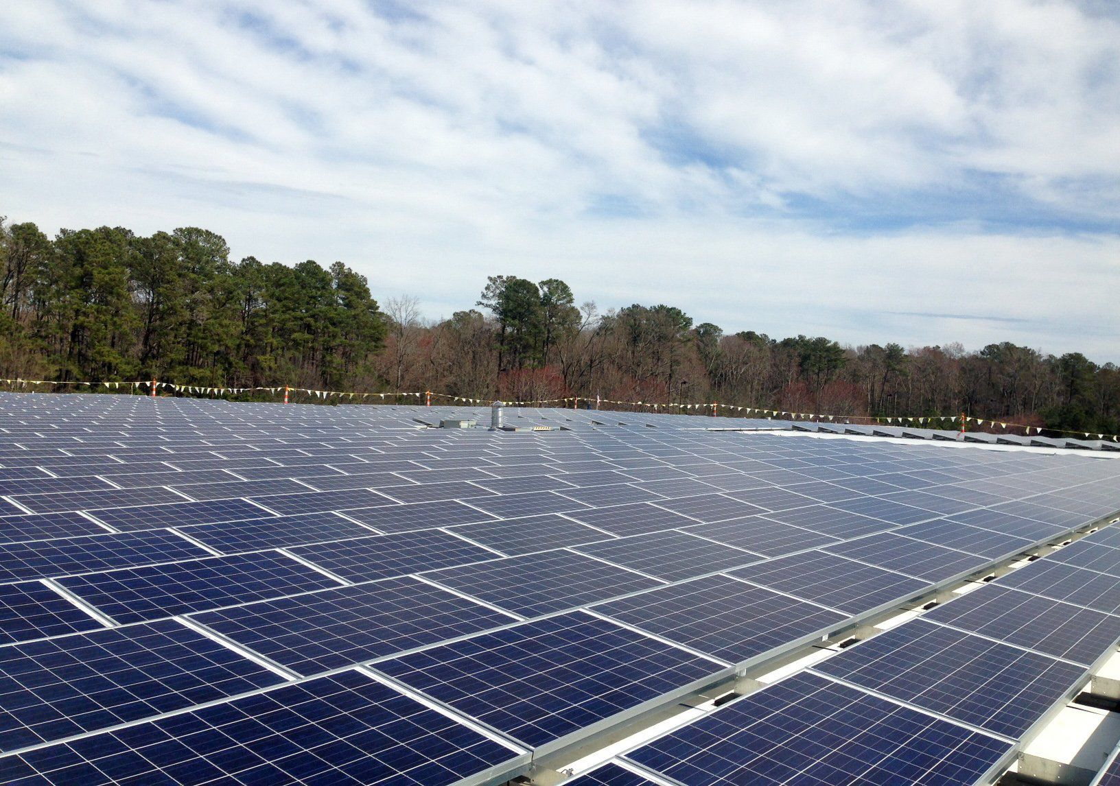 ... Panels On The Rooftop Of Canon Virginia Inc.u0027s Industrial Resource  Technologies Facility In Gloucester, Making It One Of The Largest Roof Solar  Systems ...